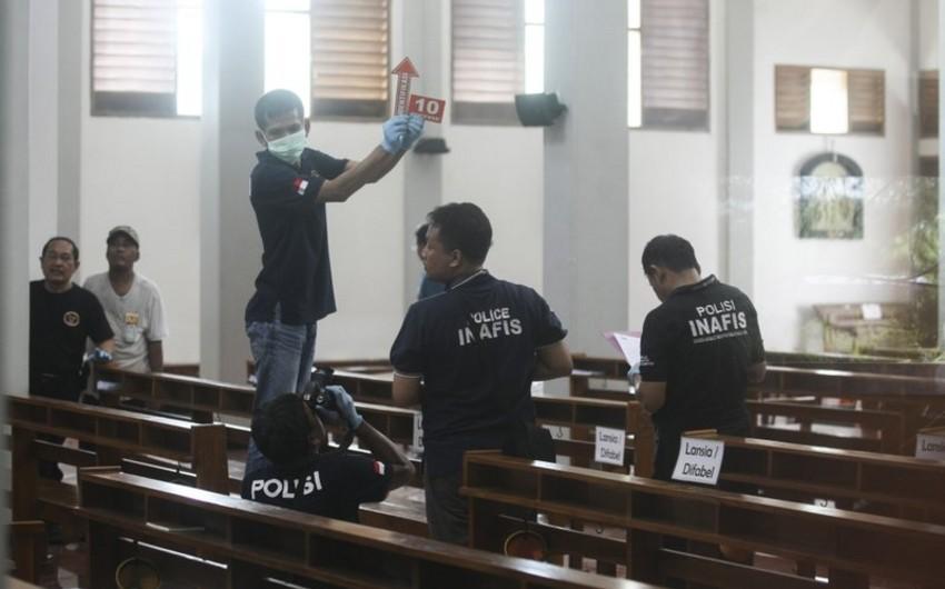 Человек с мачете напал на прихожан католической церкви в Индонезии - ВИДЕО
