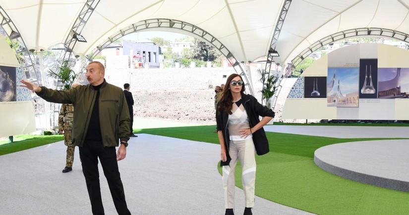 Президент Ильхам Алиев и Мехрибан Алиева находятся в поездке в Шуше
