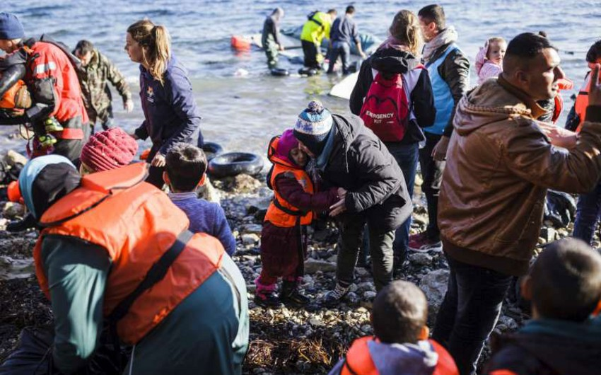 Greece sends first batch of refugees back in EU-Turkey deal
