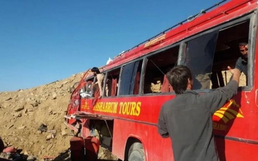 Pakistanda avtobus qəzaya uğrayıb, 22 nəfər ölüb