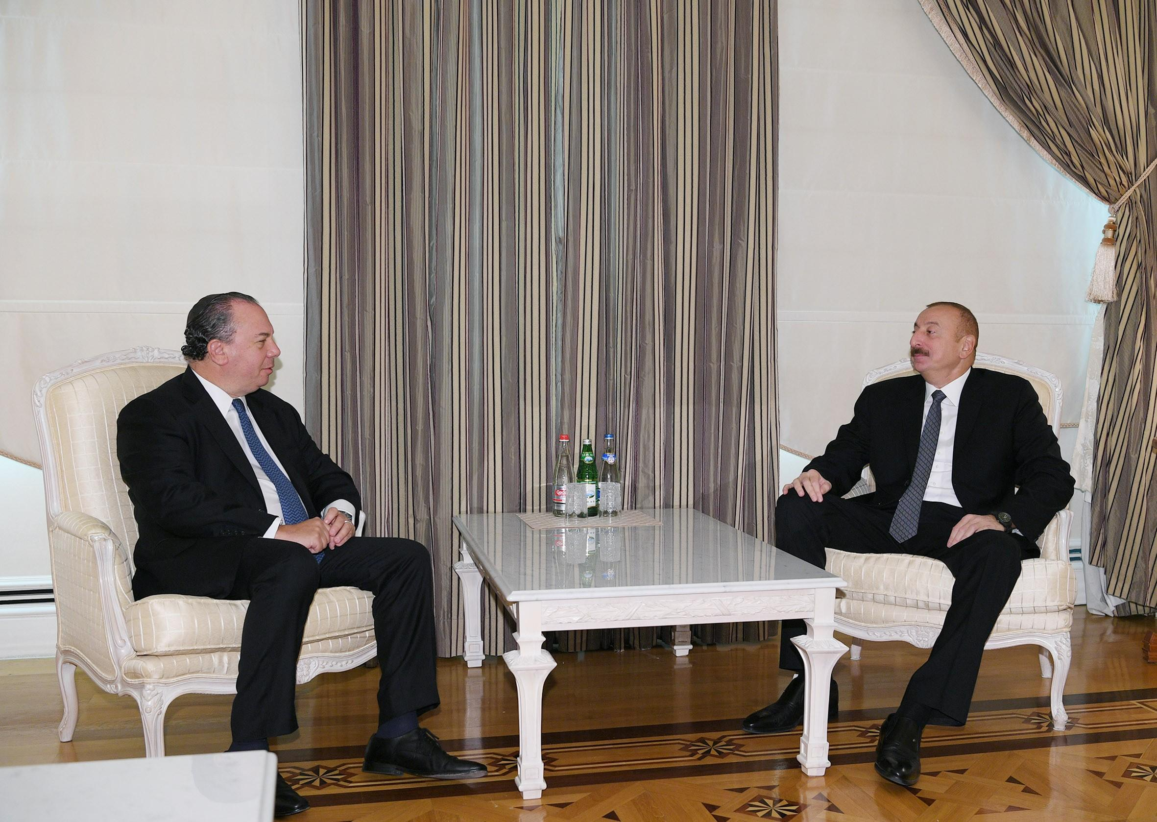 Президент Ильхам Алиев принял президента Фонда этнического взаимопонимания США