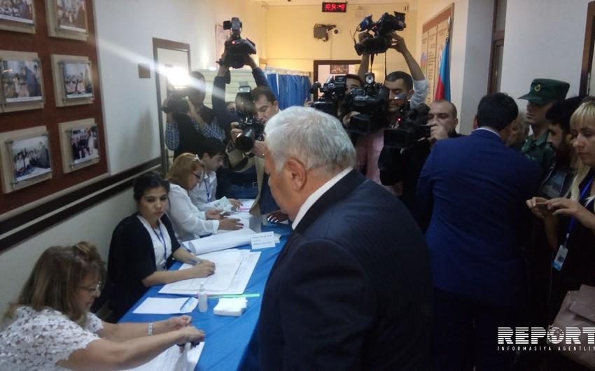 Октай Асадов проголосовал на референдуме