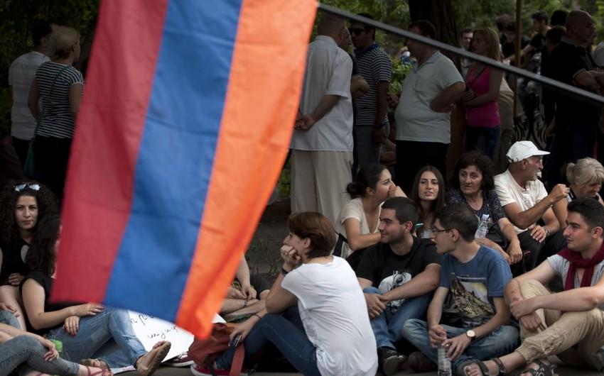 Yerevanın mərkəzində 200-ə yaxın etirazçı qalıb