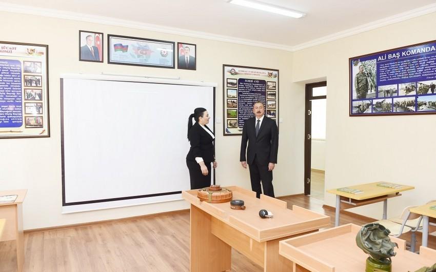 Prezident İlham Əliyev 227 saylı tam orta məktəbdə yaradılan şəraitlə tanış olub - YENİLƏNİB