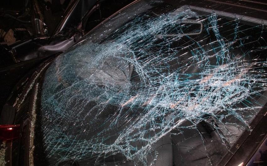 Siqaretə görə yol qəzası baş verdi, 3 nəfər ağır yaralandı