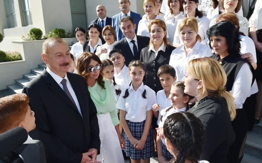 """Azərbaycan Prezidenti: """"Müəllimlərin maaşı daha da artmalıdır"""""""