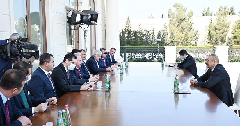 Президент принял делегацию Великого нацсобрания Турции во главе с Шентопом