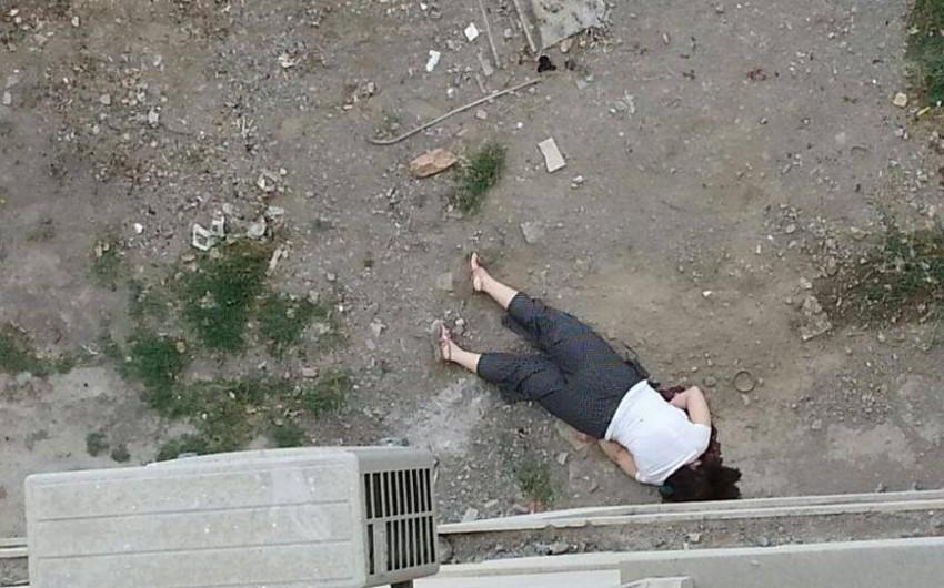 Bakıda iki uşaq anası özünü yaşadığı binanın 4-cü mərtəbəsindən atıb