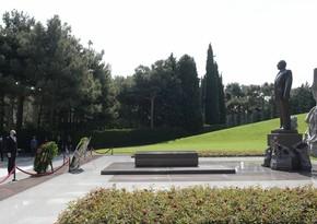 Новоназначенный посол Сербии в Азербайджане посетил Аллею почетного захоронения