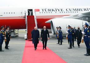 Алиев встретил Эрдогана в Международном аэропорту Физули