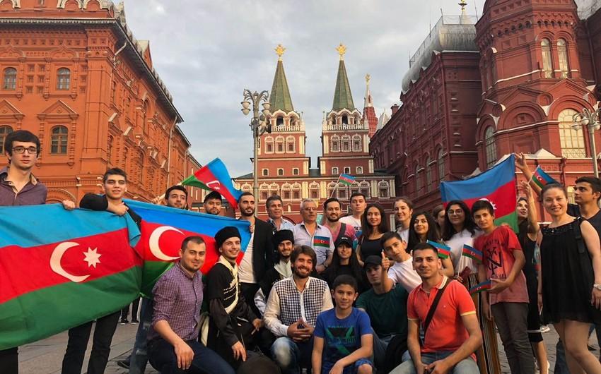 Азербайджанцы Москвы устроили флешмоб в преддверии финала ЧМ-2018 - ФОТО