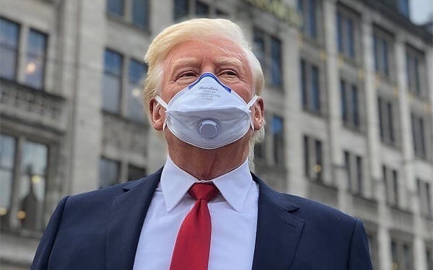 Tramp pandemiya ərzində ilk dəfə tibbi maska taxdı