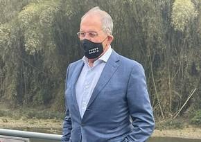Лавров появился в маске с надписью FCKNG QRNTN