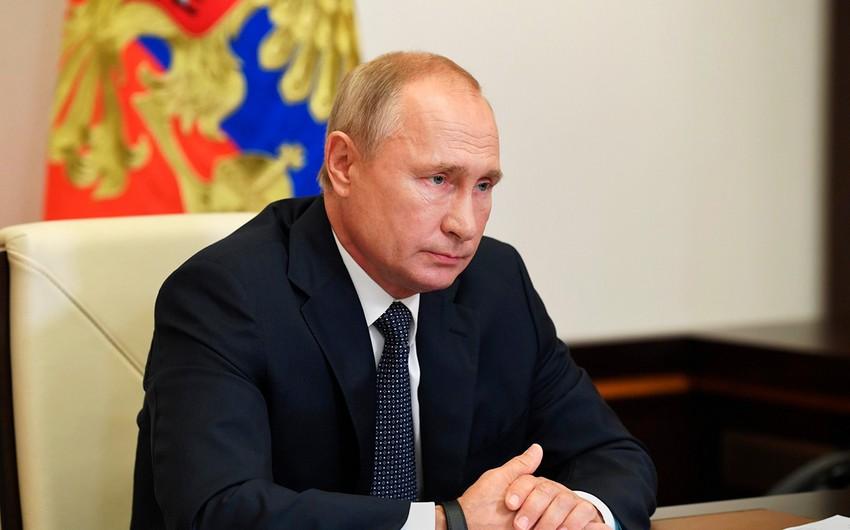 Путин заявил, что изучит эффект от своей прививки