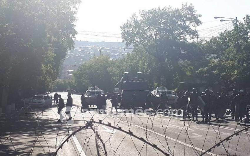 Yerevan küçələrinə tank və başqa zirehli texnikalar yeridilib
