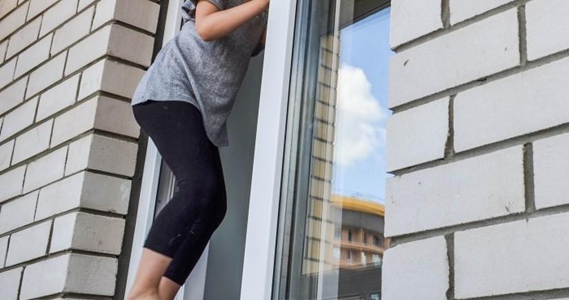 На Абшероне девочка-подросток упала с 3-го этажа