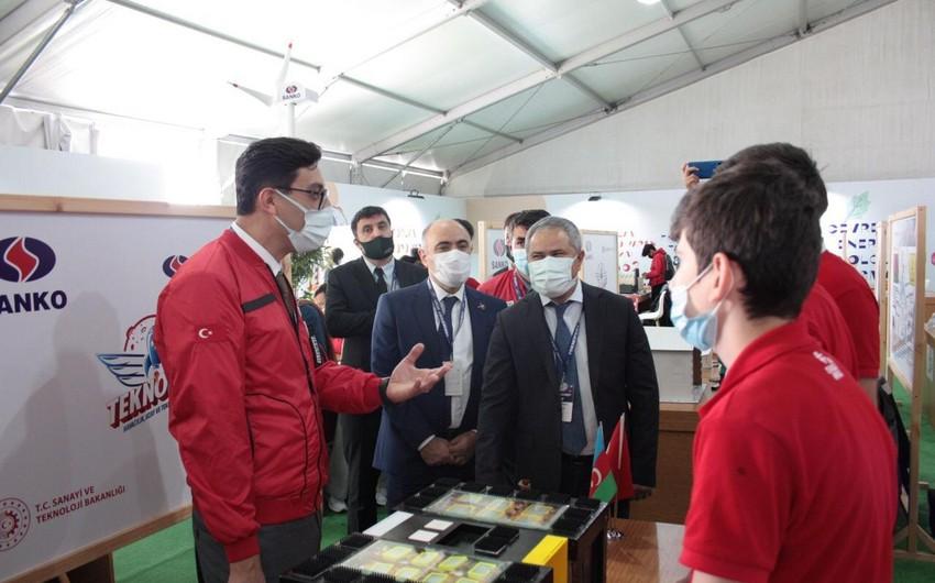Министр молодежи и спорта посетил фестиваль Teknofest в Стамбуле