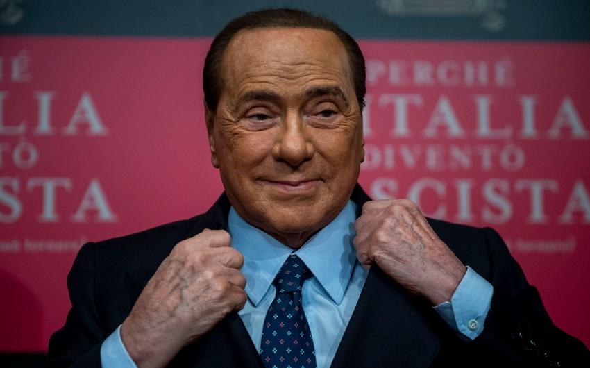 Silvio Berluskoni koronavirusa yoluxdu