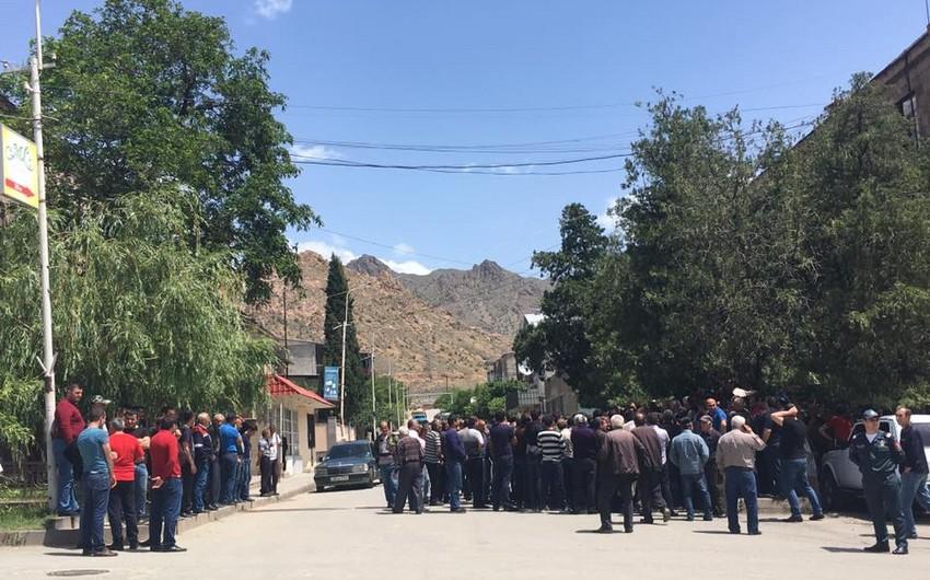 Ermənistanda iki müəssisənin işçiləri tətil edib