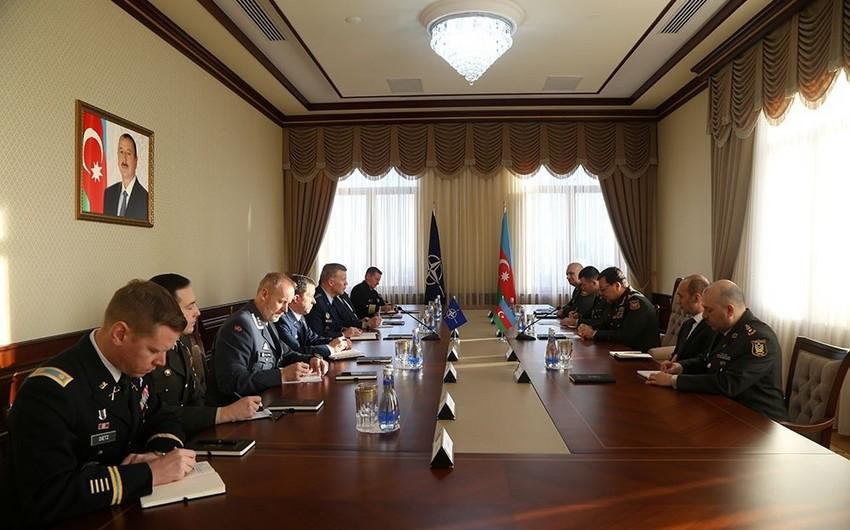 Najmeddin Sadikov meets with US General