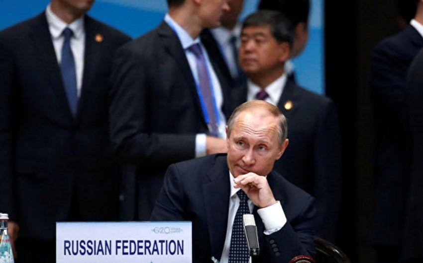Putin Rusiya iqtisadiyyatında vəziyyətin stabilləşdiyini bəyan edib