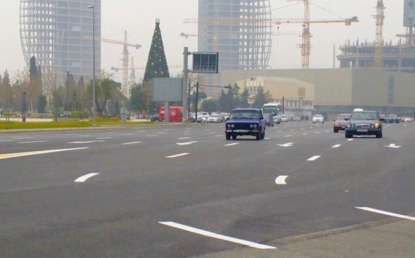 Bakının mərkəzi yollarından keçən iki qatar relsi sökülüb