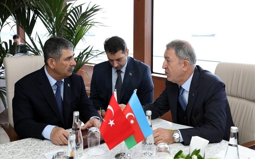 Azərbaycan və Türkiyə müdafiə nazirləri görüşüblər