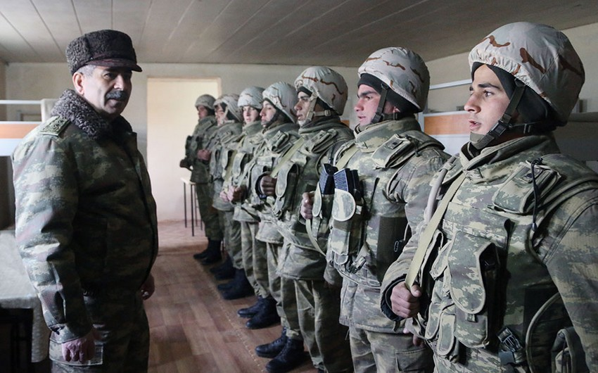 Zakir Həsənov ön xətdə yerləşən bölmələrdə müdafiənin təşkilini yoxlayıb