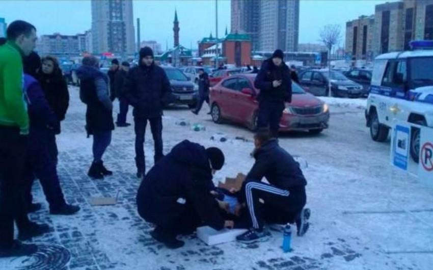 Rusiyada taksi sürücüsü sərnişinə çəkmələrindəki qara görə atəş açıb - FOTO