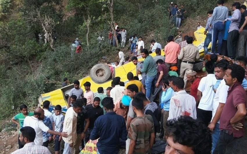 Hindistanda avtobusun qəzaya uğraması nəticəsində 11 nəfər ölüb
