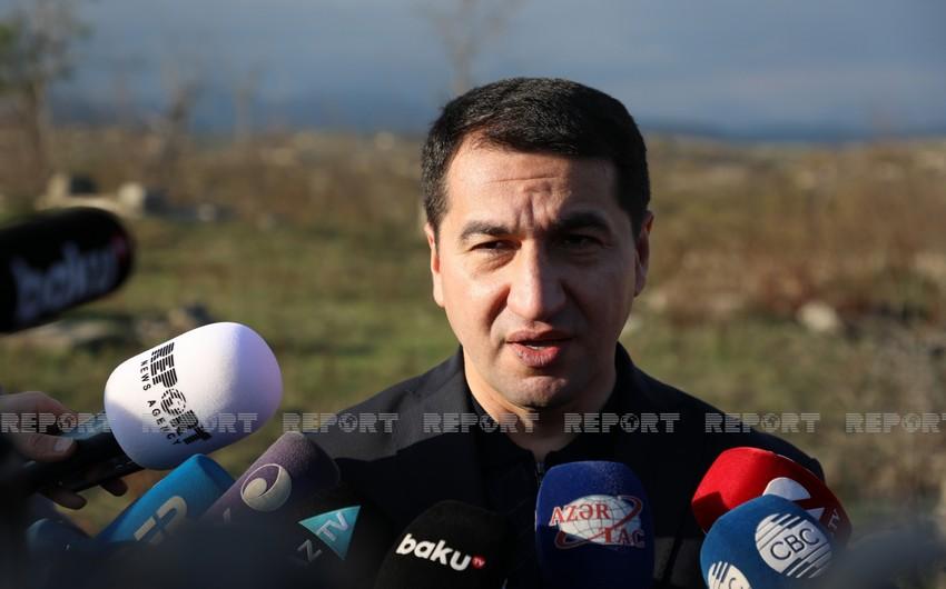 """Hikmət Hacıyev: """"Diplomatları Füzuliyə gətirdik ki, erməni vəhşiliyini öz gözləri ilə görsünlər"""""""