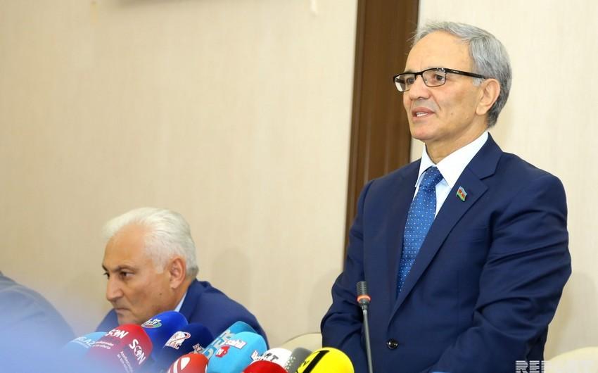 Əflatun Amaşov jurnalist Fuad Abbasovun saxlanılmasına münasibət bildirib