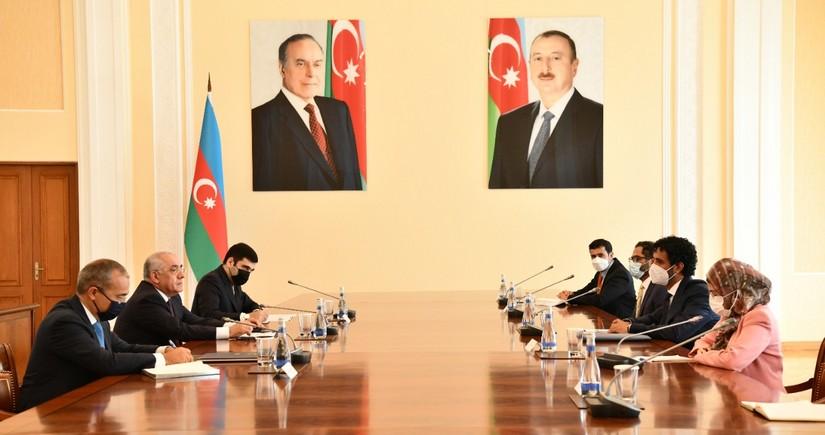 Али Асадов встретился с министром экономики ОАЭ