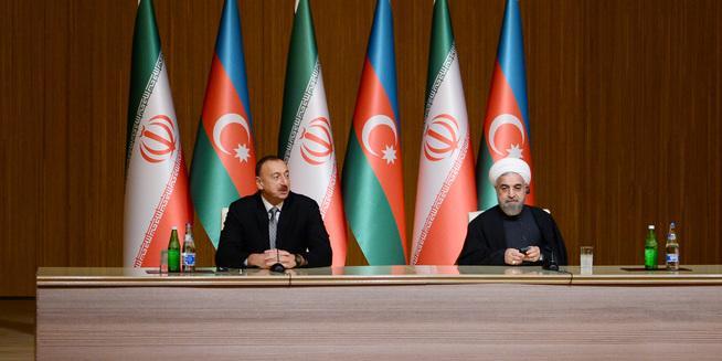 Президент Ильхам Алиев позвонил иранскому коллеге, передал поздравления по случаю отмены санкций