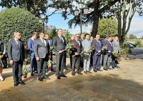 Tbilisidə Heydər Əliyevin büstü ziyarət olunub