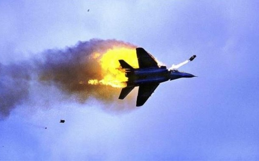 В Дейр-эз-Зоре сбит сирийский военный самолет, пилот погиб