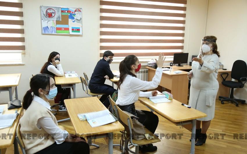 В Азербайджане явка учащихся в школах стала обязательной