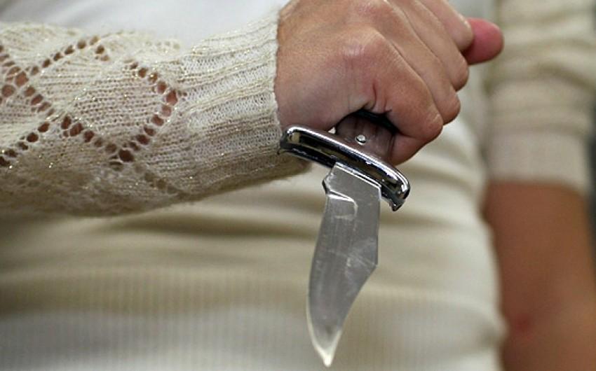 Bakıda 22 yaşlı gənc ağzından bıçaqlanıb
