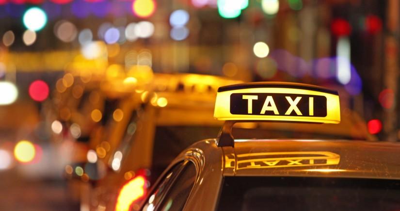 Bakıda taksi sürücüsünə qarşı quldurluq edənlərin məhkəməsi başlayır