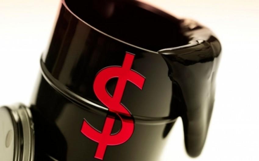Нефть дорожает на слабом долларе, несмотря на рост числа буровых установок в США