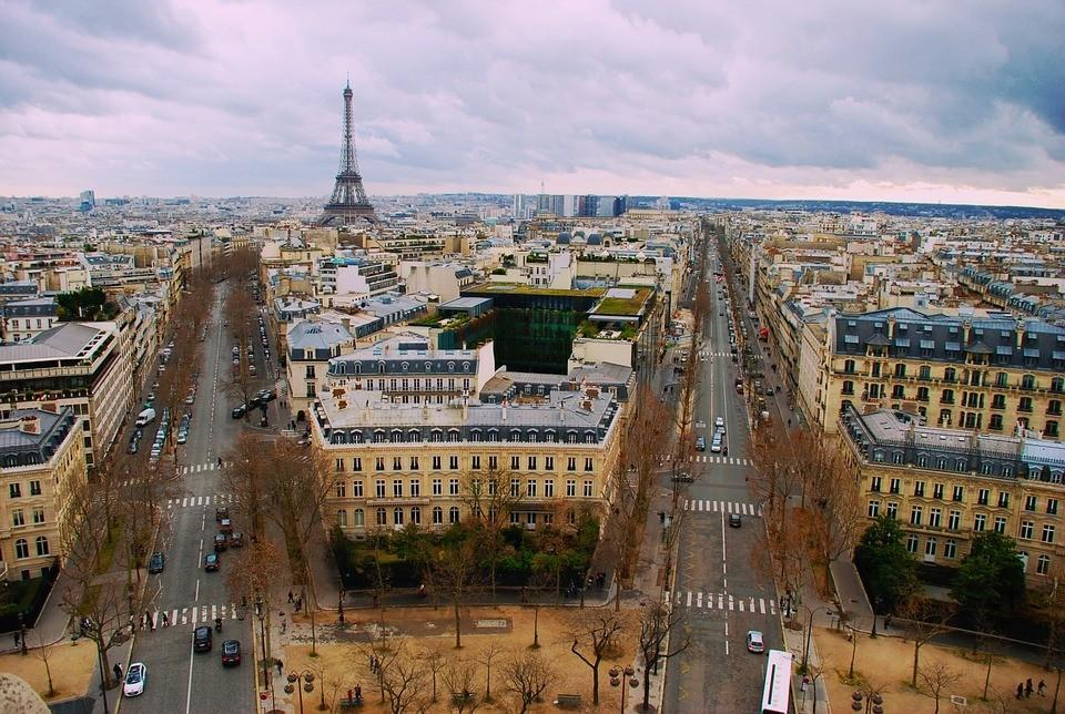Azerbaijanis living in France to be provided with mobile consular service