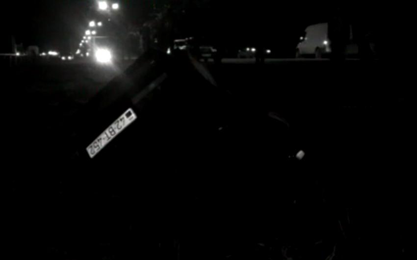 Lənkəranda minik maşını kanala aşıb - FOTO