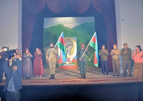Ağdam teatrı yeni mövsümün ilk tamaşasını hərbçilər üçün təqdim edib