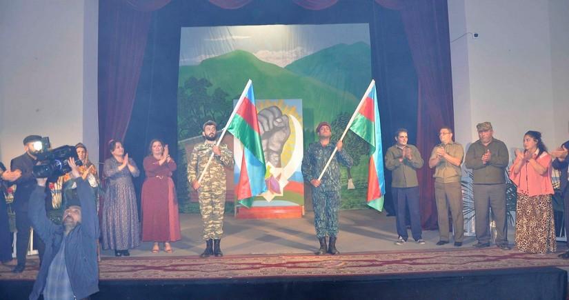 Агдамский театр представил первый спектакль военнослужащим
