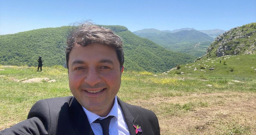 Azərbaycanlı deputat 29 il sonra Şuşadakı evinə gedib