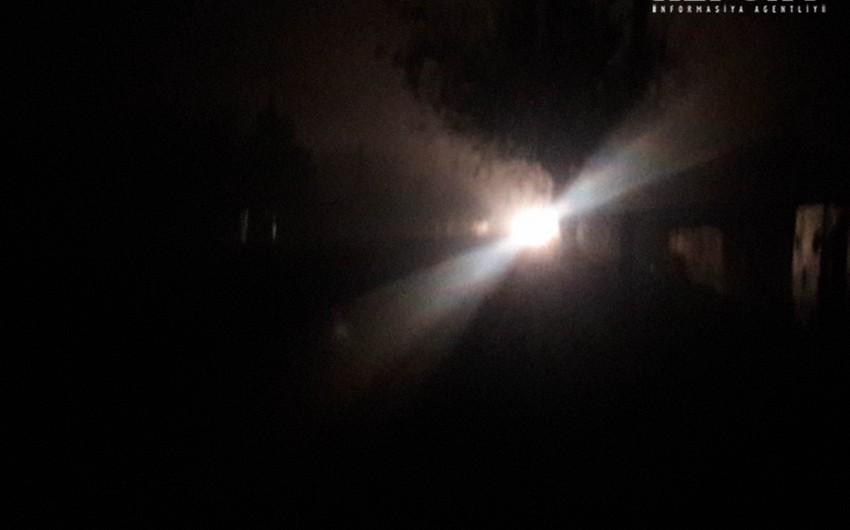Biləsuvarda dumanlı hava şəraiti avtomobillərin hərəkətində problemlər yaradıb - FOTO