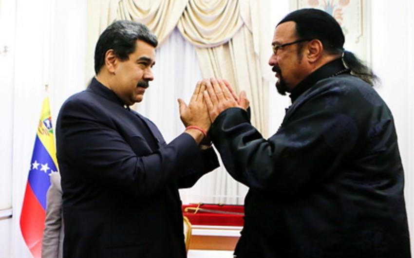 Venesuela prezidenti Hollivud aktyoru Stiven Siqalla birlikdə film çəkəcək