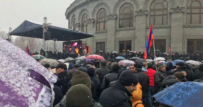 Ситуация в Армении – дрожащая при мысли о выборах оппозиция и правительство лжецов