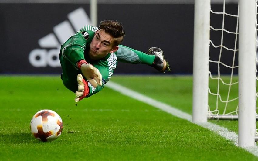 Məşhur futbolçunun oğlu debüt oyununda penalti dəf edib