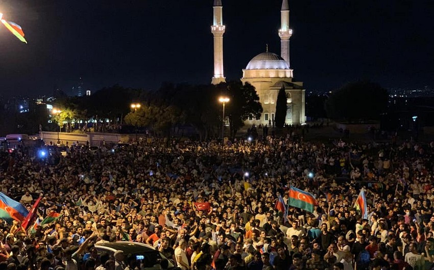 Baku: Citizens rally in support of army